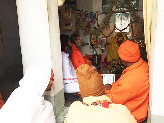 shiva-puja-and-chanting-in-harihara-ashram_10