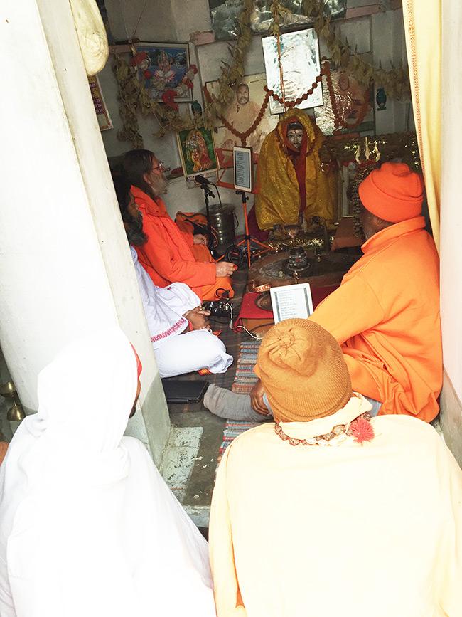 shiva-puja-and-chanting-in-harihara-ashram_2