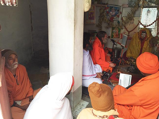 shiva-puja-and-chanting-in-harihara-ashram_3