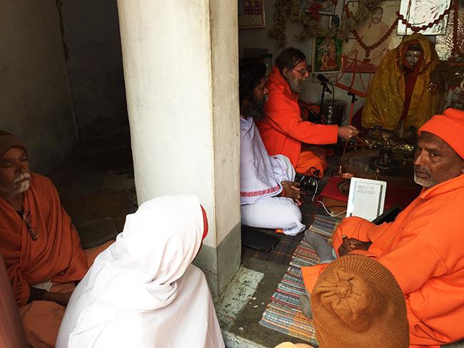 shiva-puja-and-chanting-in-harihara-ashram_6