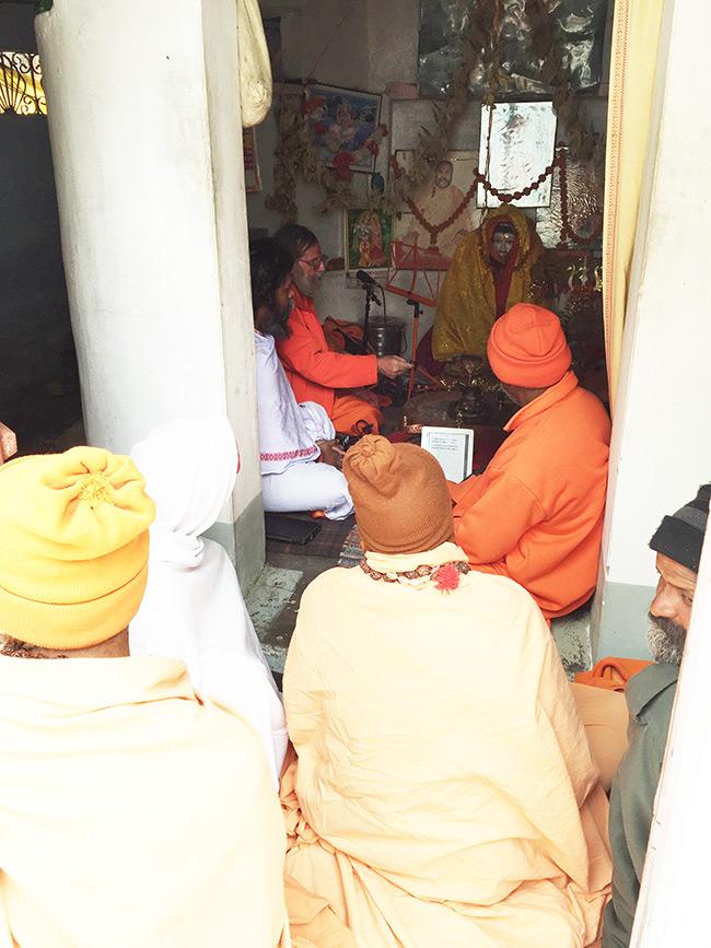 shiva-puja-and-chanting-in-harihara-ashram_7