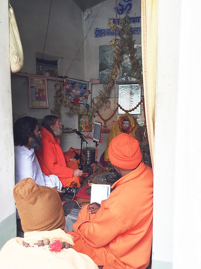shiva-puja-and-chanting-in-harihara-ashram_8
