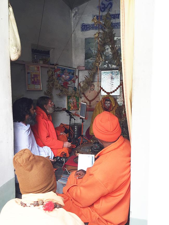 shiva-puja-and-chanting-in-harihara-ashram_9