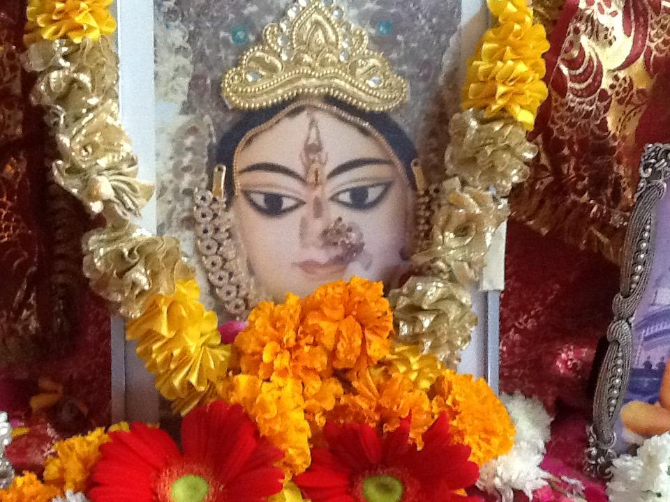 shree-maas-altar-ramkripaluji-ashram (3)