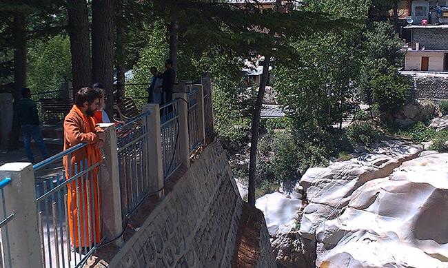 swamiji-and-adaitya-at-surya-kund